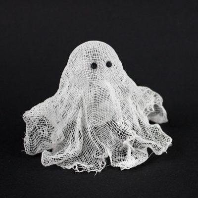 Kleine Geister aus Wäschestärke und Käsetuch selber machen